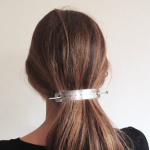 Measuring plate hair clamp with knitting needle