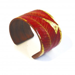 Gilded wooden bracelet with autumn leaves