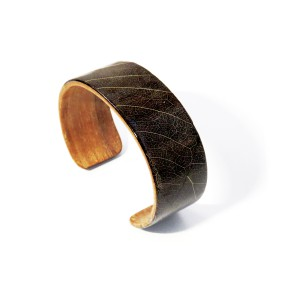 Wooden bracelet with autumn leaves